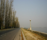 Boulevard running along the Dal Lake